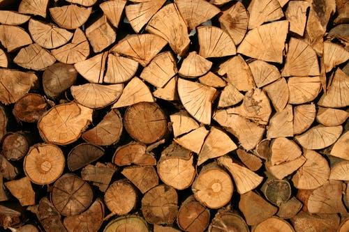 Holz im Carport lagern